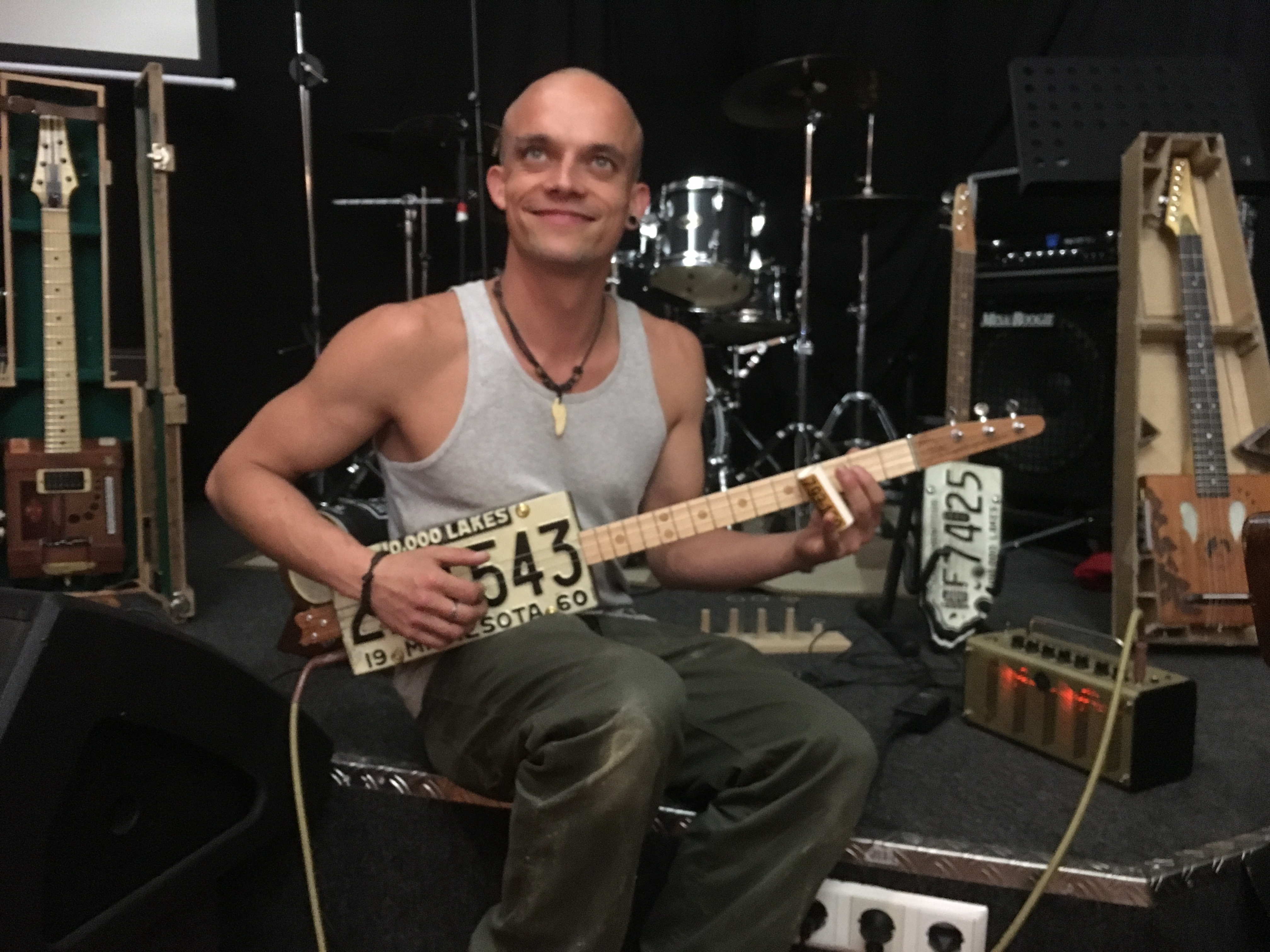 Upcycling Guitar Workshop 10.000 Lakes Guitar